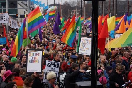 הפגנה באמסטרדם נגד החוקים ההומופוביים ברוסיה  צילום: CharlesFred
